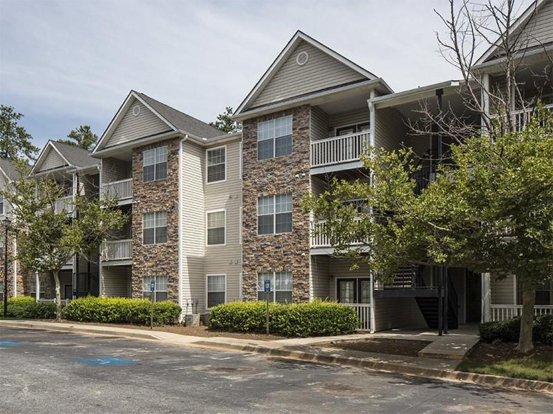 Parkway Grand Apartments in Decatur, GA