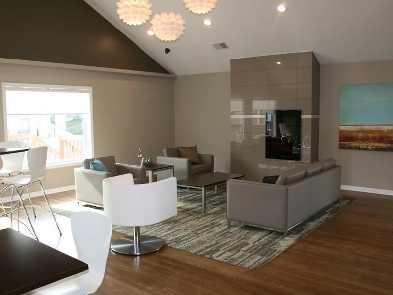 Pinegate  Apartments in Lawrence, KS
