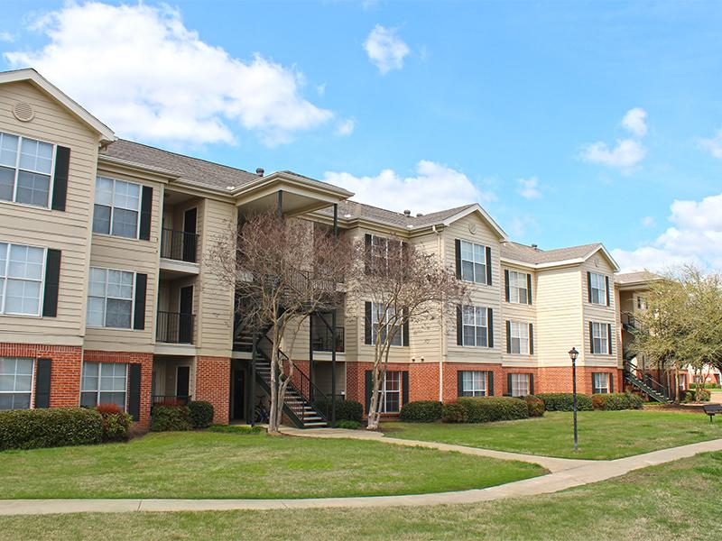 Windsor Lake Apartments in Byram, MS