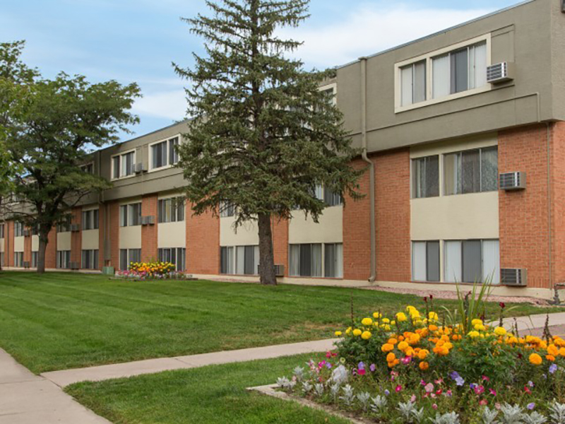Summer Grove Apartments in Lakewood, CO