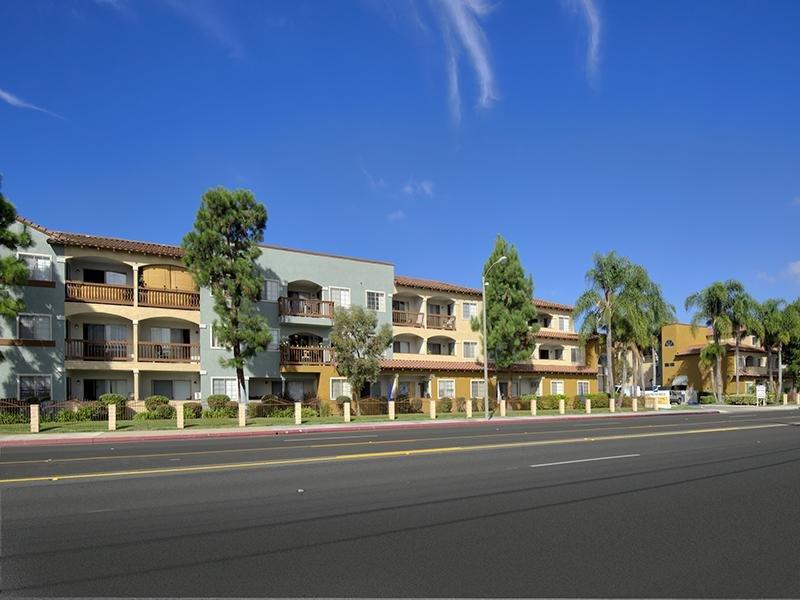 Huntington Breeze Apartments in Davis, CA